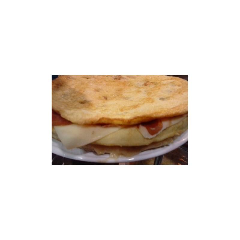 tortilla de patata con jamon iberico y queso